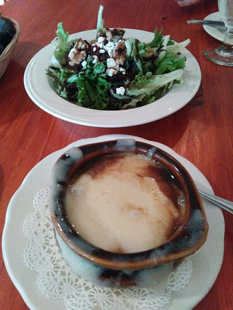 Jackson, Nueva Hampshire: French Onion soup and Beet Salad.
