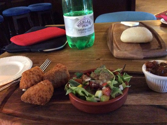 Sennybridge, UK: Deep Fried Bree, salad and Ale Chutney