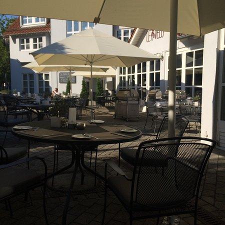 Nestor Hotel Neckarsulm: Buitenplaatsje met wat diner fotos. Mwoah.