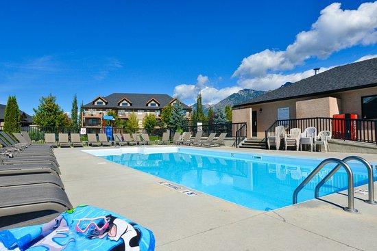 Bighorn Meadows Resort: Outdoor Heated Pool