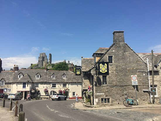 Corfe Castle, UK: Fantastic village location