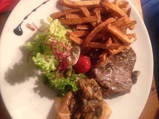 Bielle, Francia: Lieu noir et purée maison - pavé de bœuf /ceps - coupe lavilette