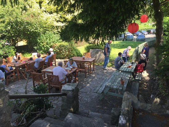 Corfe Castle, UK: Perfect lunch venue on a sunny day
