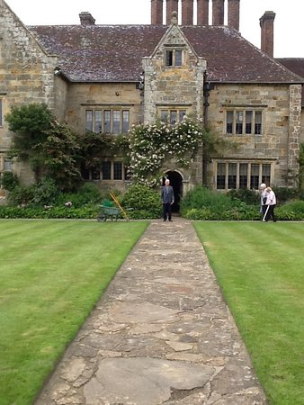 Burwash, UK: House and lawn