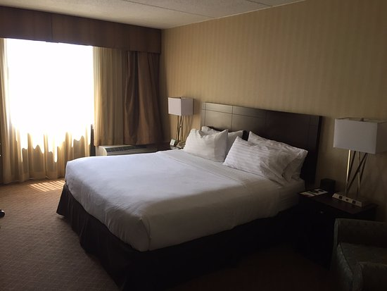 Holiday Inn Westbury: King Bed Room