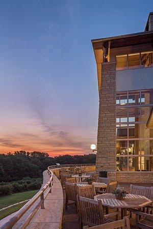 Nebraska City, NE: Sunset Terrace an option for outdoor dining
