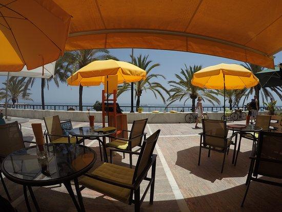 Restaurant Kristin: Restaurant mit Blick aufs Meer