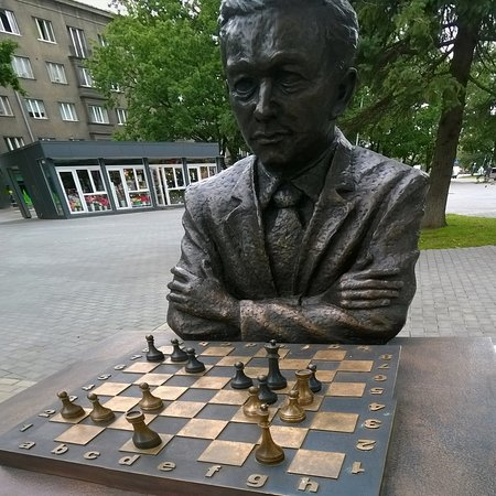 ‪Monument to Paul Keres‬