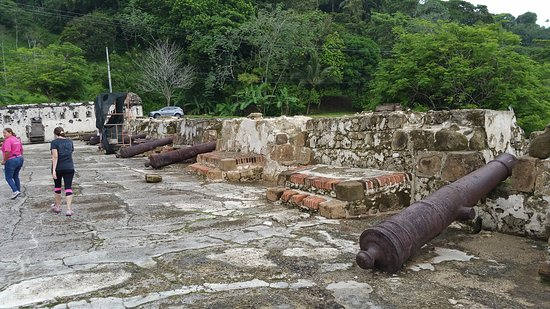Portobelo National Park: The grounds of the Portobelo fort. Could use some more preservation.