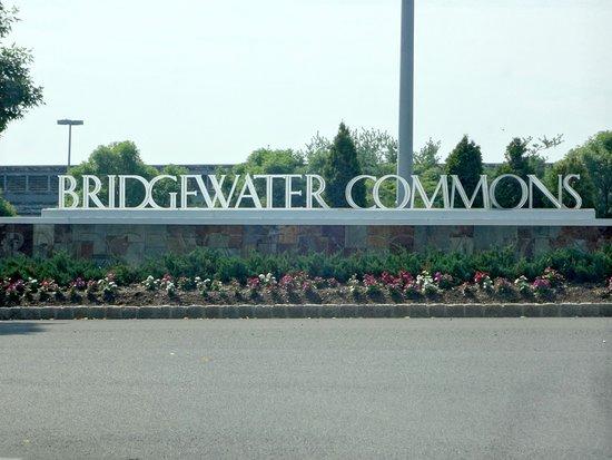Bridgewater, NJ: Birdgewater Commons Mall