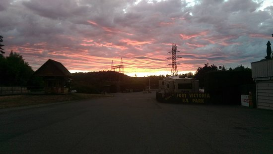 Victoria Capital Regional District, Canada: Sunset at the Fort Victoria RV Park.