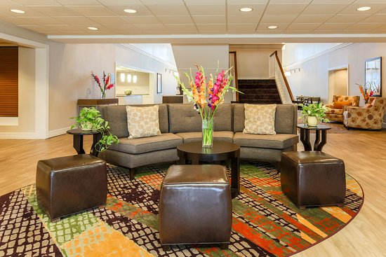 Malvern, PA: Newly renovated lobby