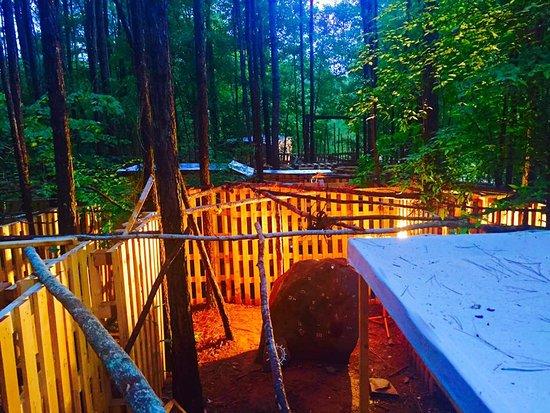 "Powder Springs, จอร์เจีย: The Dig ""Rock Room"""