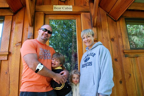 Riggins, ID: Our family of 4 stayed in this Bear Cabin. The kids LOVED the beds above in the loft.