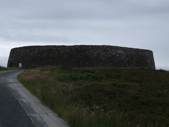 Grianan Aileach Ring Fort: Ring Fort from the car park