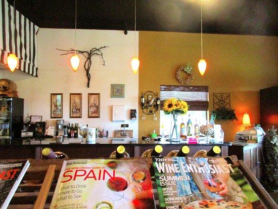 Calera, AL: Wine tasting area