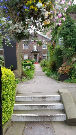 Middletons York : Photo of entrance to hotel, reception is to the left out of shot