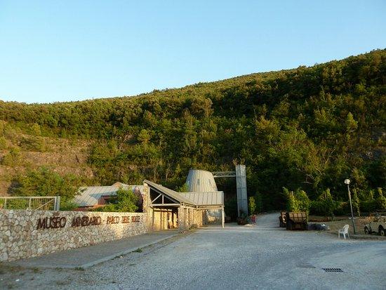 Gavorrano, Italien: Museum und Kalksteinbruch