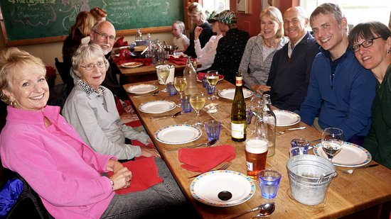 Stokkseyri, Islandia: Family dining at its best.