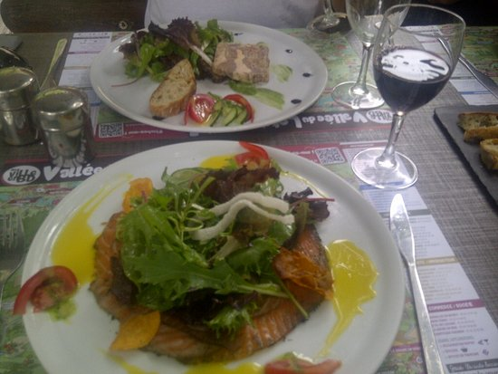 Cabrerets, Frankrike: Entres- salmon and the fois gras
