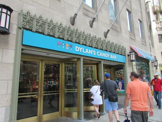 The Magnificent Mile: Fun place to shop!