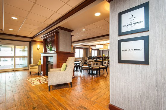 South Kingstown, RI: Lobby and Breakfast Area