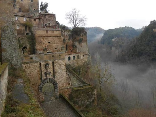Sorano, Italië: Paesaggio fiabesco...
