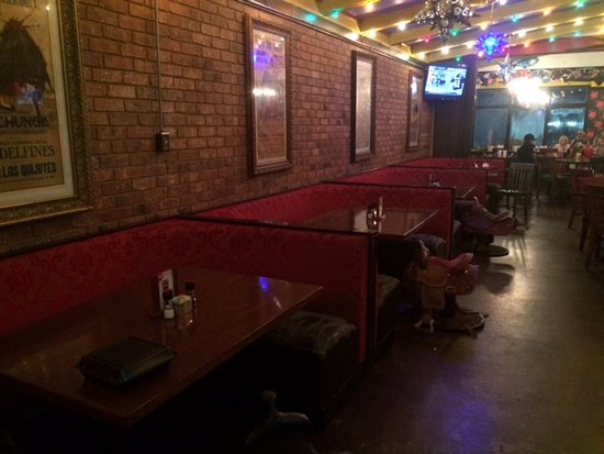 Crockett, TX: comfortable booths with saddle chairs
