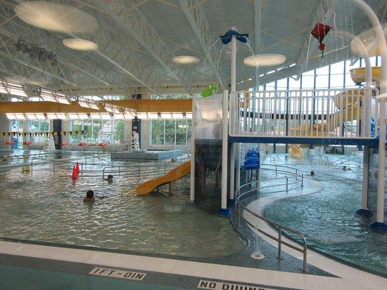Marion, IL: The hub pool area