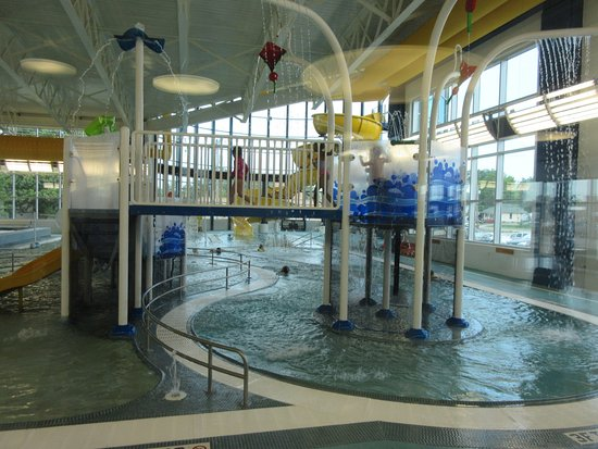 Marion, IL: The hub pool area