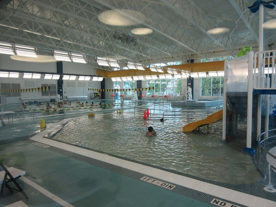 Marion, IL: Hub pool - water aerobics and lap swimming in background