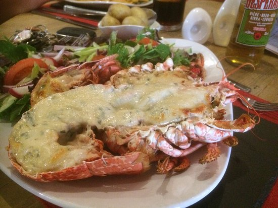 South Petherton, UK: Pre ordered lobster  As I've never had it before! Well presented ,cooked to perfection ,and the