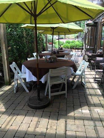 Auburn, AL: Outdoor patio seating