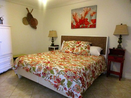 Phoenix Condominiums : Bedroom in 1105