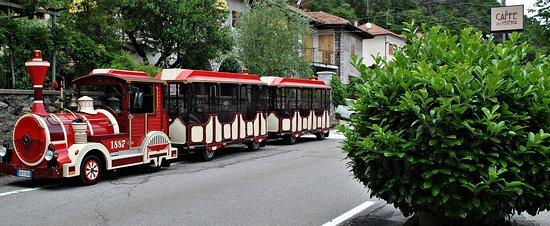 Pella, Italia: fermata al Caffè dell'Osteria
