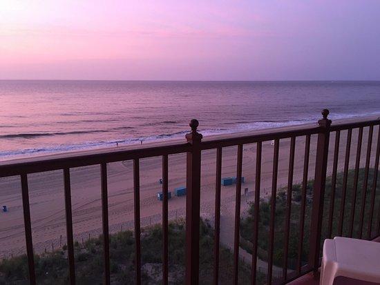 Dunes Manor Hotel & Suites: Amazing sunsets and sunrises!