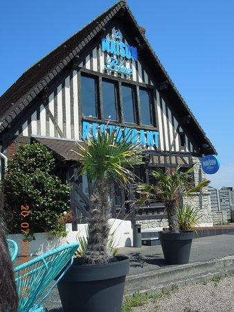 Courseulles-sur-Mer, Francia: La Maison Bleue : entrée du restaurant