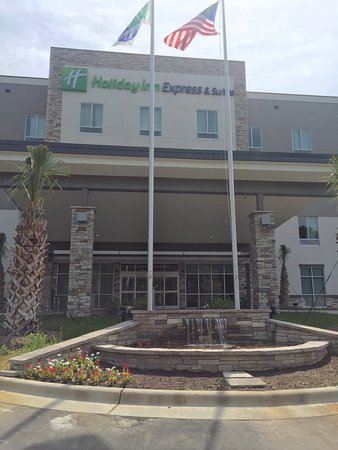 ‪Holiday Inn Express & Suites Charlotte Airport‬