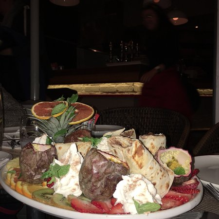 Man'oushe Restaurant : What a fabulous experience it was eating at Manoushe. The food was outstanding and the service w