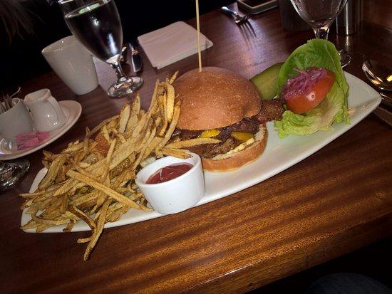 Kirkland, Waszyngton: Hamburger estava bom, mas as fritas estavam muito ruins.