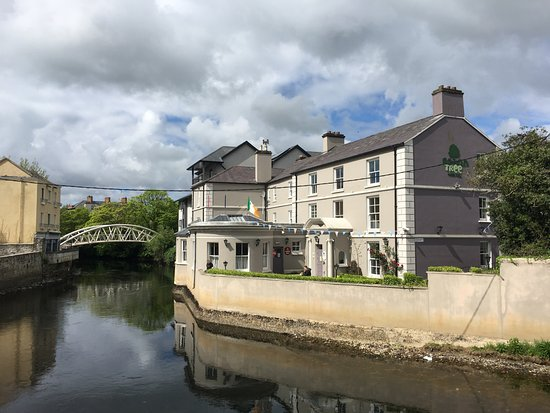 Ennis, Irlanda: outside of hostel