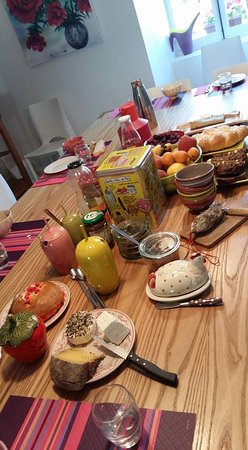 Saint-Jean-d'Herans, Francia: table petit dejeuner