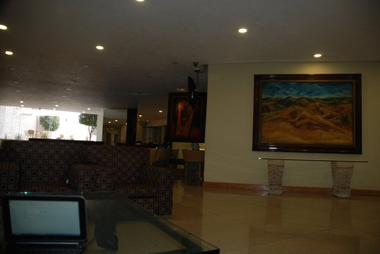 Laffayette Hotel: The spacious lobby of the Laffayette Guadalajara