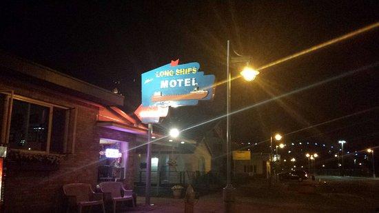 Longships Motel: 20160719_224220_large.jpg