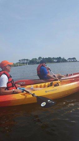 Килл-Девил-Хиллз, Северная Каролина: Kyaking on the Roanoke Bay