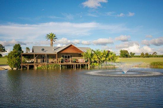 Lovedale, Австралия: Stunning Lakeside Setting