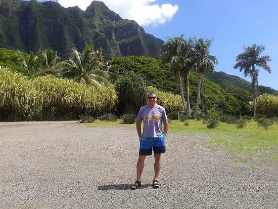 Kaneohe, Hawaï: Bellas montañas, bello hombre :)