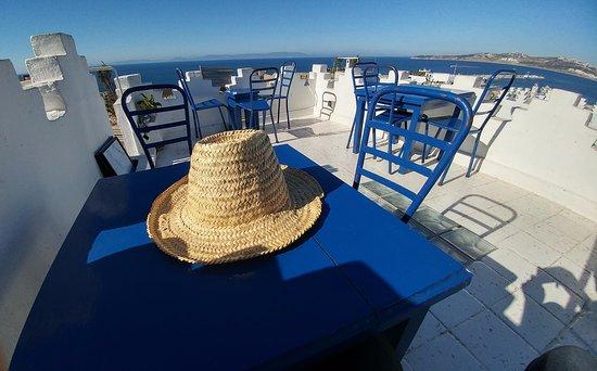 le salon bleu, on vous prête un chapeau - Photo de Le Salon Bleu ...