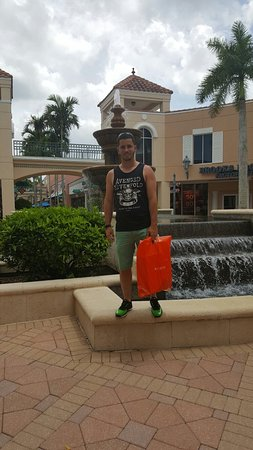 Miromar Outlets: 20160703_142205_large.jpg