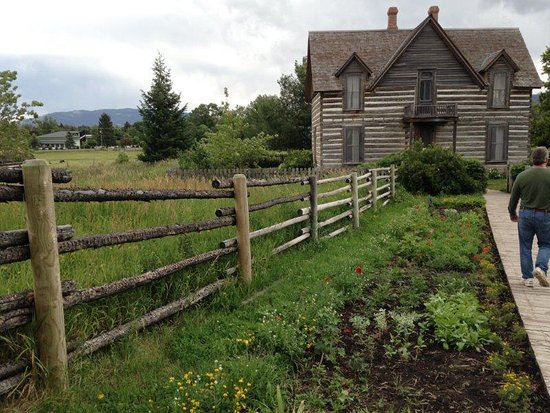 Bozeman, MT: Lovely little house and gardens to go through.